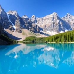When to go to Moraine Lake